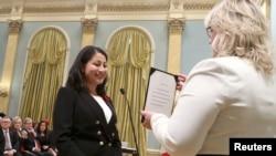 Maryam Monsef gjatë ceremonisë së betimit.
