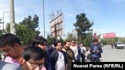 خبرنگاران در نزدیک خیمه لویه جرگه برای پوشش خبری آن. May 01 2019