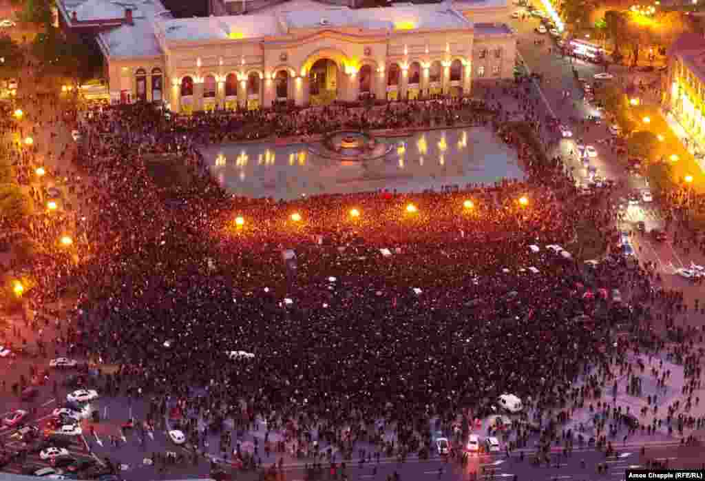 Aerial view of Yerevan's Republic Square on the evening of April 21.