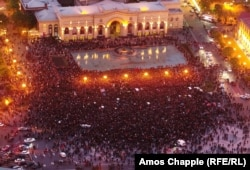 An aerial view of protesters occupying Yerevan's Republic Square on the evening of April 21.