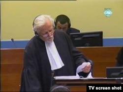 Odvjetnik Richard Harvey u sudnici, 4. studenoga 2011