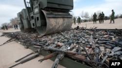 Уничтожение оружия, отобранного у наркокартелей в Мексике