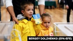 21 квітня в Україні проходить другий тур виборів президента