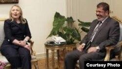 АҚШ Давлат котиби Ҳ.Клинтон ва Миср Президенти М.Мурсий, Қоҳира ш., 2012 йил 14 июл.