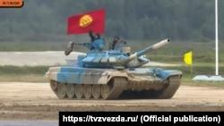 """Кыргызстан сынакка Т-72 танкы менен катышты. Cүрөт """"Телеканал Звезда"""" YouTube каналынын түз эфиринен алынды."""