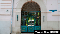 Воротам дома №39 по улице Советской уже 134 года