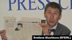 Жанат Аймаганов, автор казахской латиницы ABCnet, выступает на пресс-конференции в Астане. 27 октября 2011 года.
