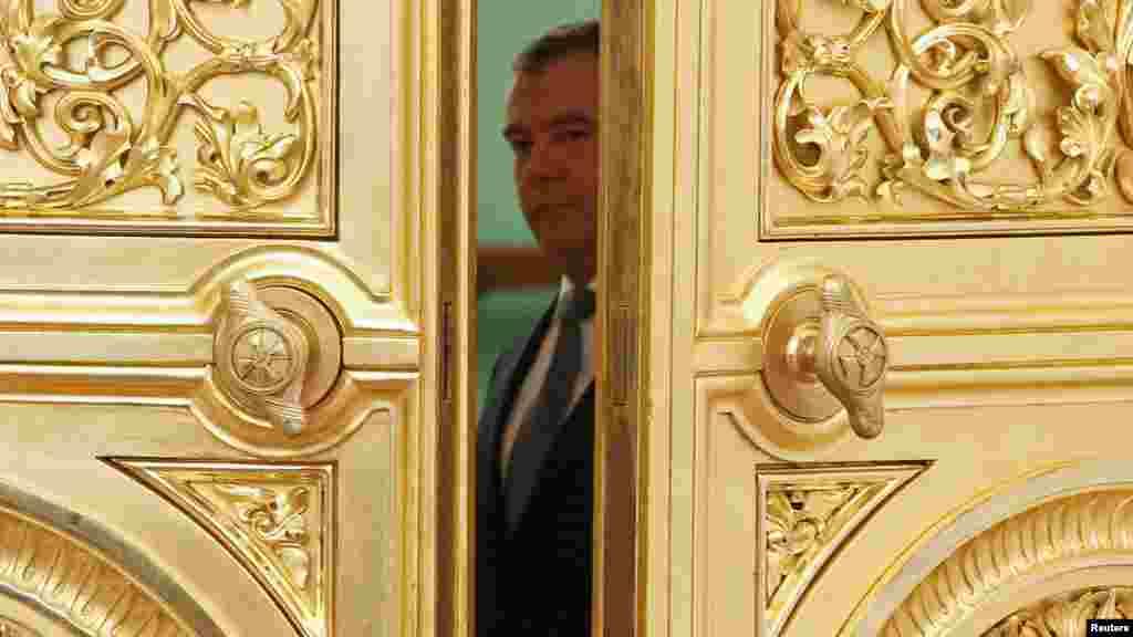 Кто стучится в дверь ко мне? (Президент РФ перед началом заседания Совета безопасности, 24.04.2012)