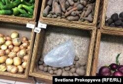 А в Пскове, похоже, еще распродают запасы старого