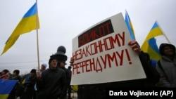 Акция в Крыму против агрессии России относительно Украины. Симферополь, 11 марта 2014 года