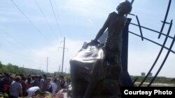Памятник жертвам Голодомора. Павлодар, 31 мая 2012 года. Автор фото Анна Уралова.