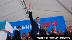 Российский оппозиционер Алексей Навальный на собрании своих сторонников во время выдвижения. Москва, 24 декабря 2017 года.