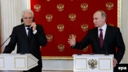 Russian President Vladimir Putin (right) and Italian President Sergio Mattarella address journalists during a joint news conference following their talks in the Kremlin in Moscow on April 11.