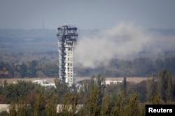 Український прапор на авіадиспетчерській вежі, 30 вересня 2014 року