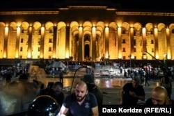 Будівля парламенту Грузії. Тбілісі, у ніч 21 червня 2019 року