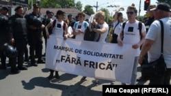 """La marșul """"Fără teamă"""" al comunității LGBT la Chișinău"""
