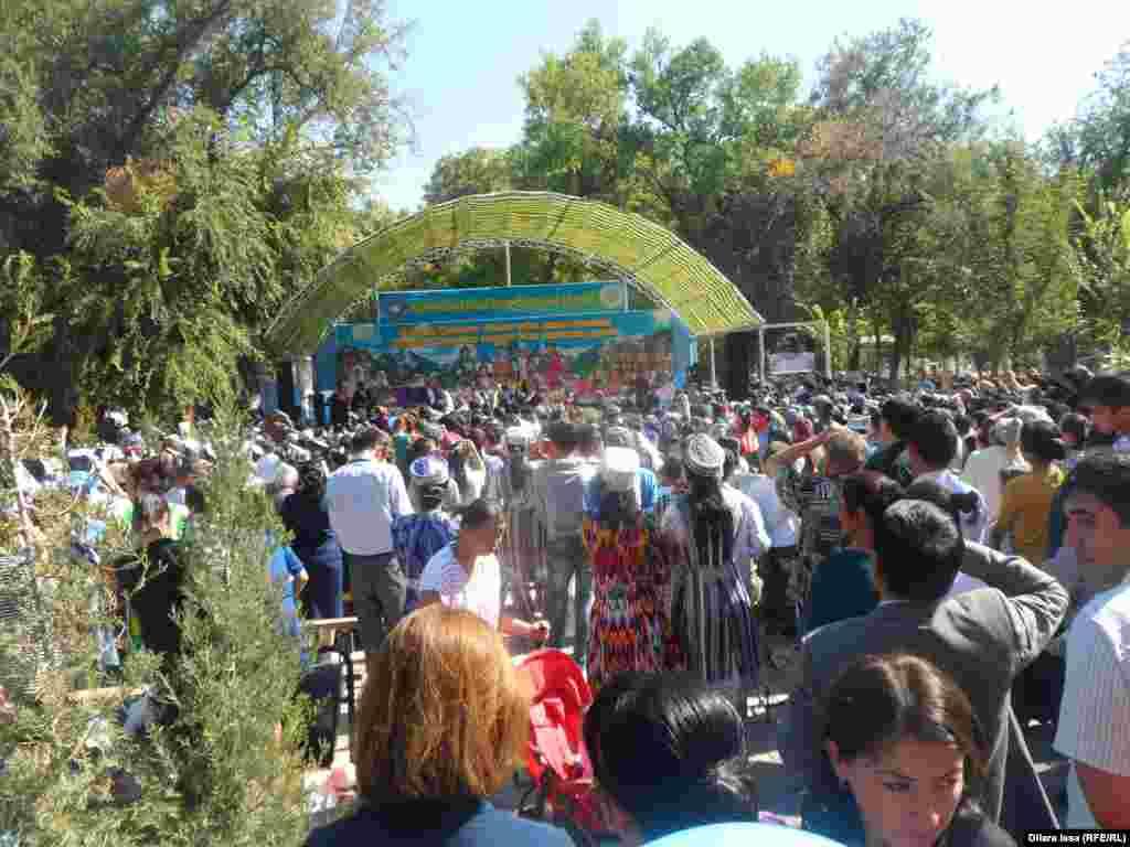 Юбилей узбекского культурного центра прошел в городском парке имени Абая.