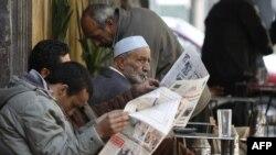 Египтяне читают последние новости