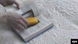 Qalın üzlü bir kitab