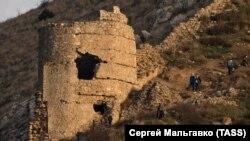 Балаклава: развалины Чембало и заброшенный кинотеатр «Родина» (фотогалерея)