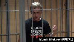 Ivan Golunov məhkəmədə, arxiv fotosu