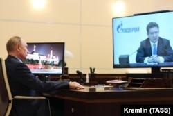 Vlagyimir Putyin orosz elnök és Alekszej Miller Gazprom-elnök tartanak online egyeztetést 2021. január 21-én