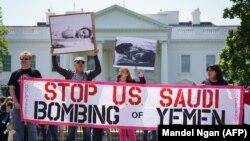 Протесты у Белого дома против военной кампании в Йемене в 2017 году.