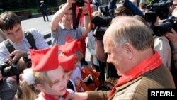 Коммунисты обвиняют власть в том, что дети забыли про маршала Жукова и майора Гагарина