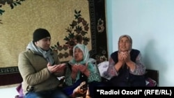 Журналист Радио Озоди Орзу Карим в гостях у Зувайдахон Батировой