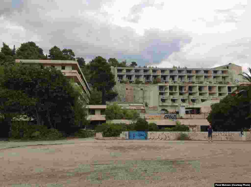 "Вид от отеля ""Гранд"" на корпусы отелей ""Горичина"" один и два."
