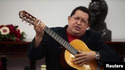 Уго Чавес часто играл на гитаре в президентском дворце Мирафлорес