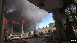 تصویری از حمله چند روز پیش شبه نظامیان طالبان به کنسولگری هند در هرات