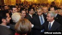 Встреча президента Армении Сержа Саргсяна с представителями армянской общины Лиона, 13 ноября 2012 г. (фотография – официальный сайт президента)