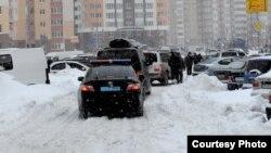Кортеж Азарова застряг у київських снігах, фото прес-служби уряду, Київ, 24 березня 2013 року