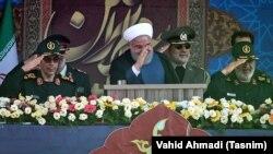 حسن روحانی در مراسم رژه نیروهای مسلح در ۳۱ شهریور ۹۸