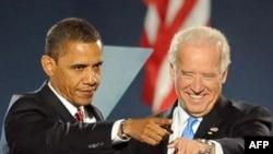 АҚШ-тың жаңадан сайланған президенті Барак Обама және вице-президент Джо Байден. Чикаго, 4 қараша 2008 ж.