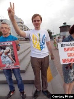 Юрій Ізотов під час антивоєнної акції