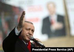 Mnogi analitičari ukazuju da Erdogan nema namjeru da prepusti Istanbul