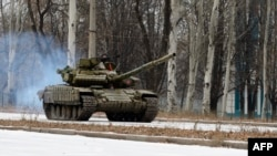 Російський танк T-72 у Донецьку. 26 листопада 2014 року