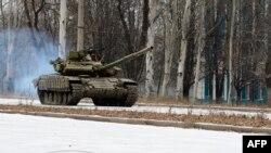 Российский танк T-72 в Донецке. 26 ноября 2014 года