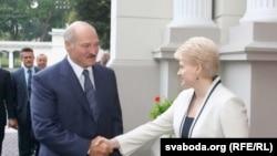 Даля Грибаускайте бо Александр Лукашенко (акс аз бойгонӣ)