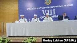 Участники очередного, восьмого курултая Духовного управления мусульман Казахстана (ДУМК). Алматы, 8 декабря 2017 года.