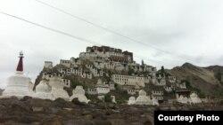 Тибеттеги Лхасанын Потала сарайын элестеттирген Тиксэ Гомпа