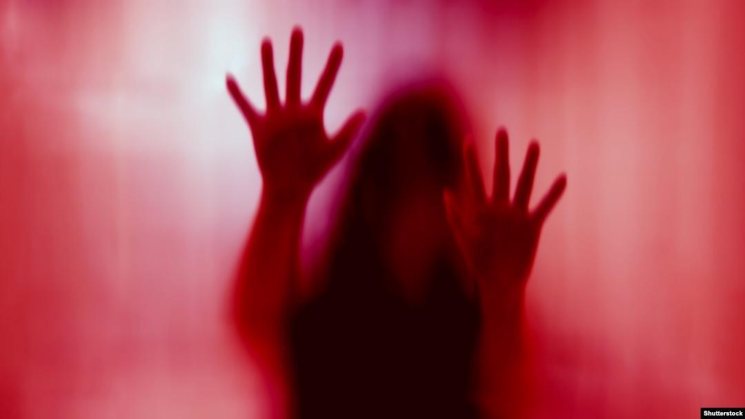 Изнасиловал девушку пока муж был на работе системная девушка модель социальная работа
