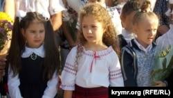Від вишиванок до триколора: як проходив День знань у Криму(фотогалерея)