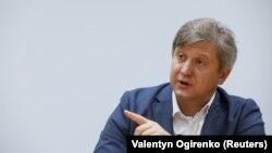 Олександр Данилюк також зазначив, що найближчим часом буде зміненосклад «мінської групи», який буде брати участь у переговорах щодо врегулювання ситуації на Донбасі