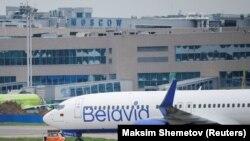 Belavia-nın Boeing 737-800 təyyarəsi, Domodedovo hava limanı, Moskva, 28 may 2021