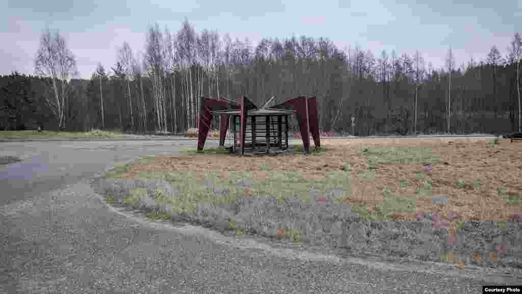 A spider-like bus stop in Niitsiku, Estonia. Herwig thought this structure came after the Soviet era, but found graffiti on it apparently dating from the 1980s.