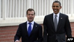 France -- Russian President Dmitry Medvedev (L) and his US counterpart Barack Obama walk towards the crowd at the Villa Le Cercle in Deauville, 26May2011