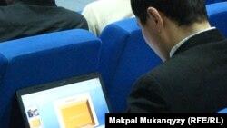 Участник интернет-форума, на который приглашены казахстанские блогеры. Астана, декабрь 2012 года.